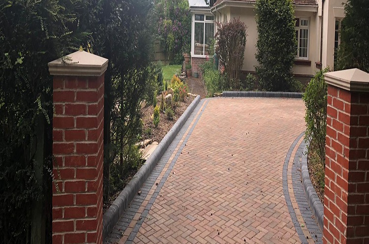 Top Reasons to Hire Expert Tarmac Driveways Installers Only